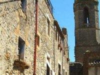 佩拉塔利亚达堡的中世纪的村庄路线