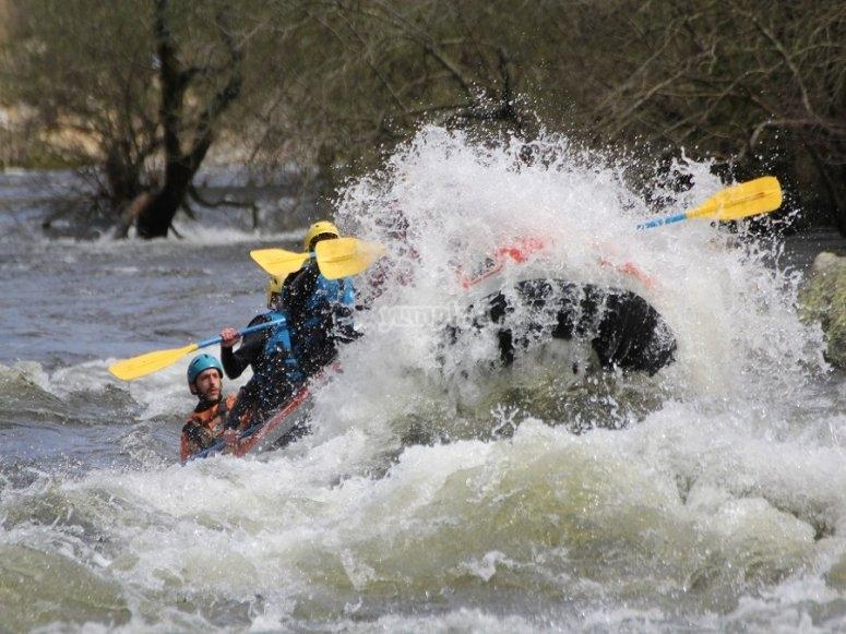 Emozione con le rapide del fiume