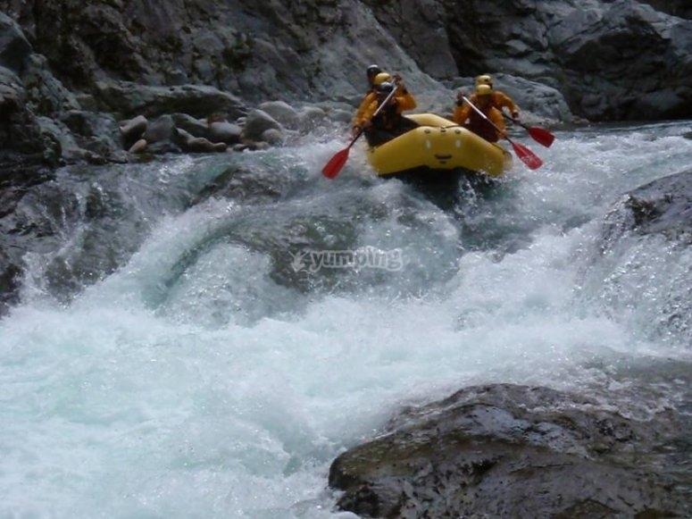 Por los rápidos con el raft
