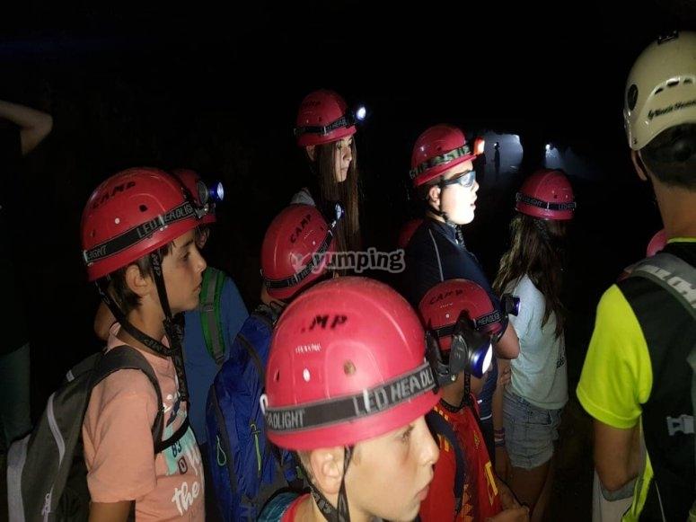 Studenti nella grotta