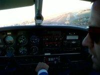 Pilota una avioneta