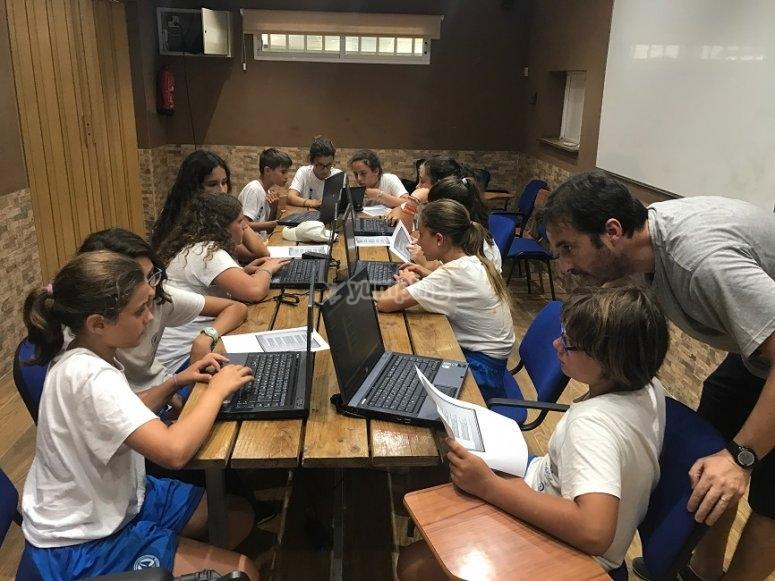 Durante las clases de inglés con los ordenadores