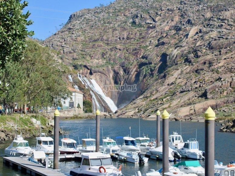 Embarcadero cercano a la casca de Ézaro