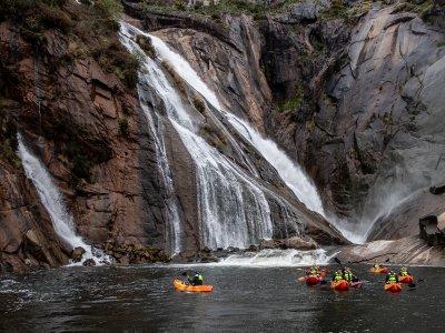 Tour in kayak della cascata e del cibo di Ézaro