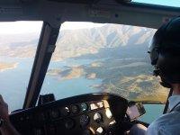 直升机在马拉加上空飞行