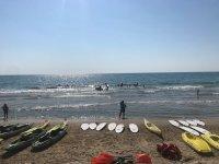Actividades acuáticas en la playa