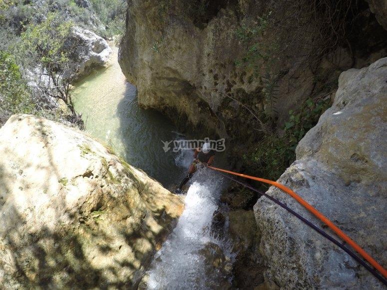 在Arroyo Majales练习峡谷漂流