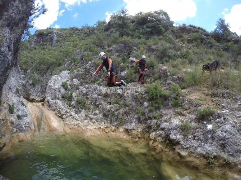 跳入水井Arroyo Majales