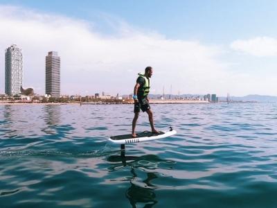 Surf con tabla eléctrica en Barcelona 1hora