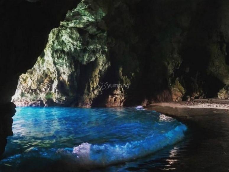 Accesso all'interno della grotta