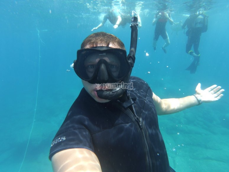 Practicar snorkel en La Lajita