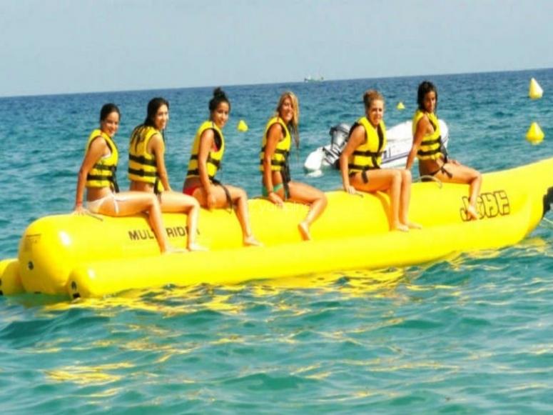 El grupo de amigas en la banana