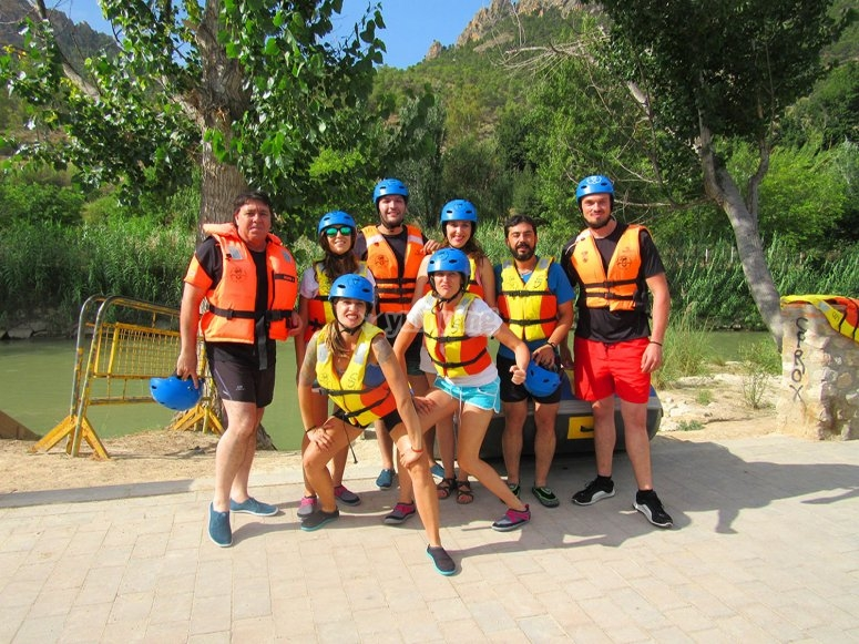 Rafting activity for children in Cieza