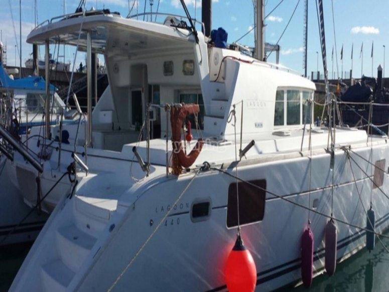 在希洪-999租用双体船-穿越希洪-999的双体船之旅-希洪海滩的双体船路线