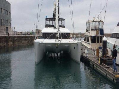 Noleggio catamarano a Gijón 1 ora