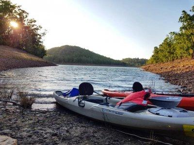 Location de kayak monoplace au lac Cíjara 1 jour