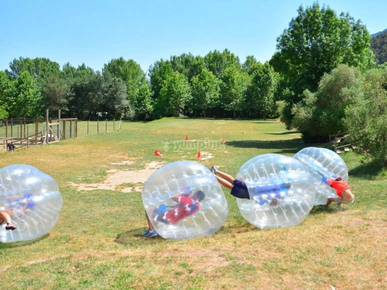 Fútbol burbuja en el campamento