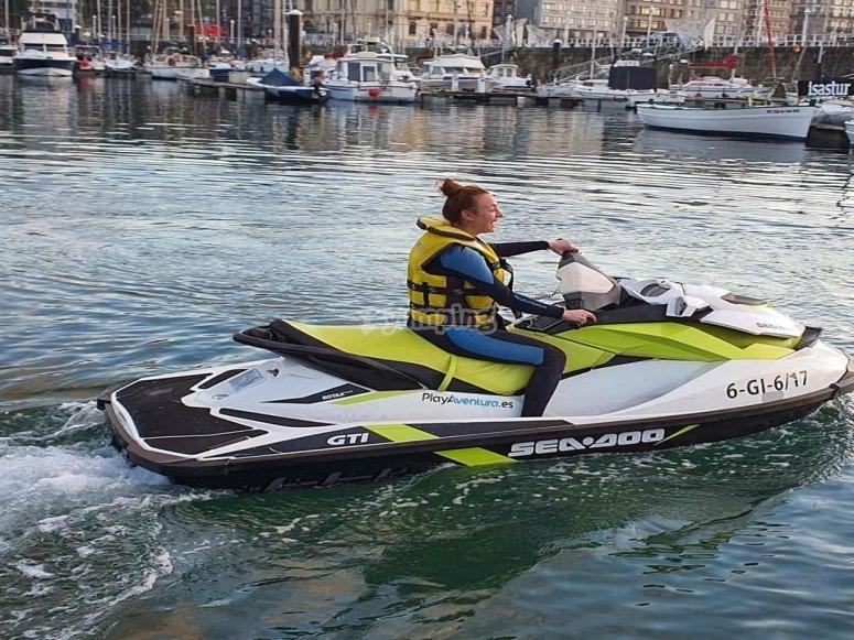Conducción de moto de agua despedida
