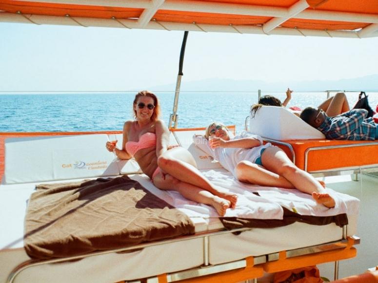 双体船休息区