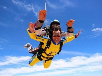 Skydiving jump Madrid low demand season