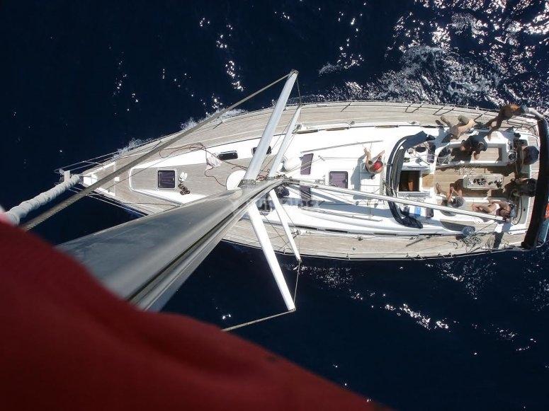 Veduta aerea della barca a vela