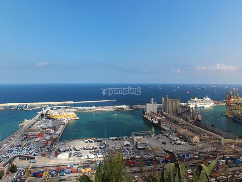 出租在巴塞罗那港船