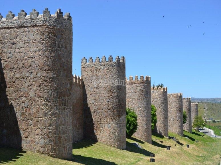 的阿维拉城墙-到阿维拉-999的城墙航线从Marugán-999以超轻飞行-在Marugán试飞一架轻型飞机