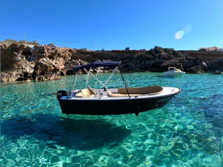 Alquiler de barco sin carnet en Ibiza
