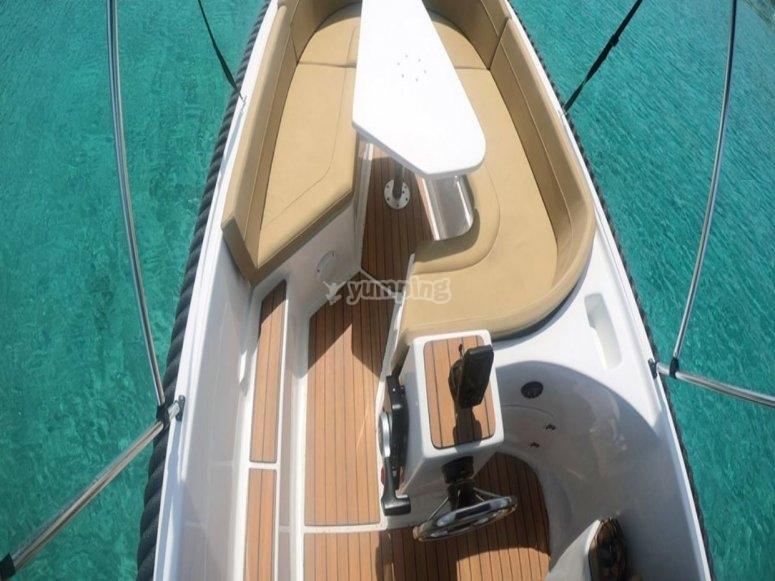 Barco equipado con todo y GPS
