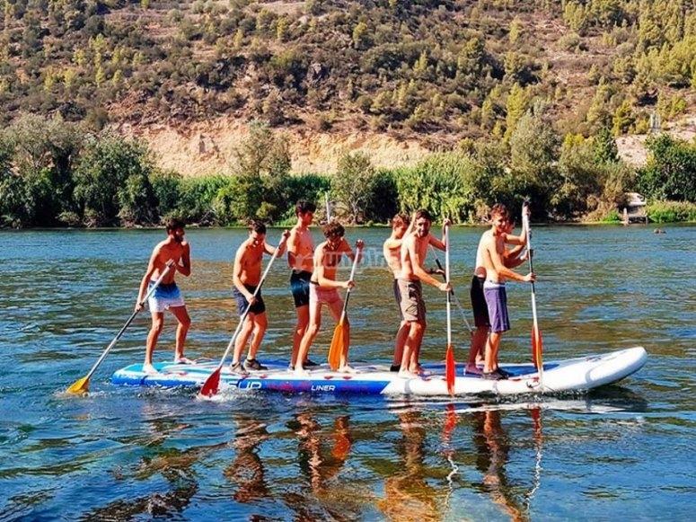 在埃布罗(Ebro)上划船
