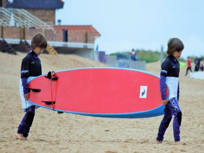 Group surf lesson for children in Cantabria 2h