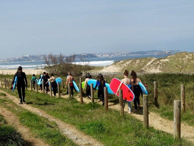 Walking towards the beach of Somo