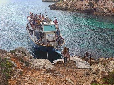 Tour en barco de Cala´n Bosch a Trebaluger 4 horas