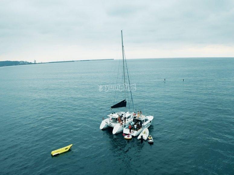 享受阿斯图里亚斯海岸航行