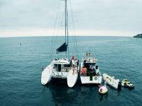 Giro in barca a vela con skipper attraverso Gijón 3 ore
