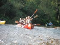 En canoas de tres plazas