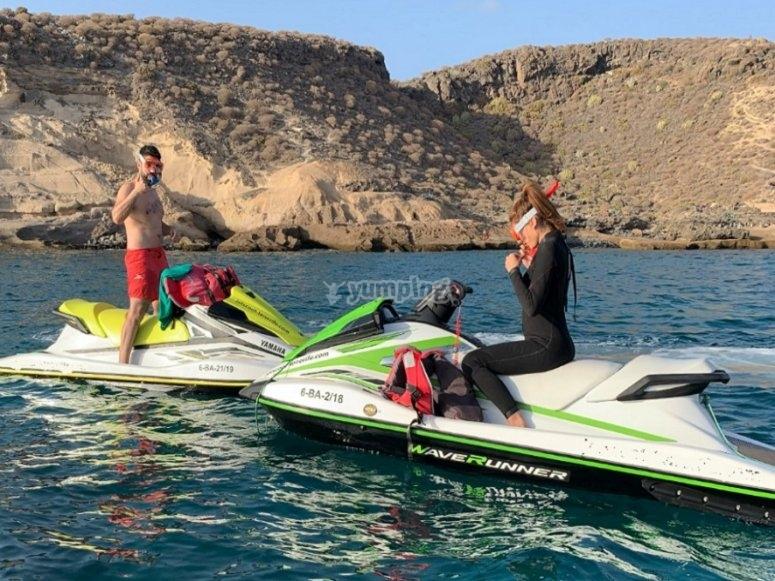 Disfrutando de la moto acuática