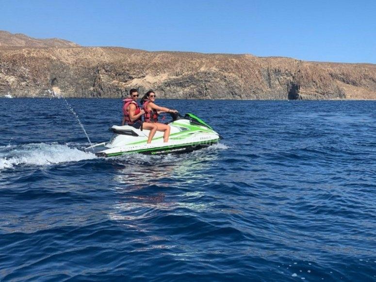 La pareja surcando las aguas de Tenerife