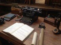 Oficina con maquina de escribir