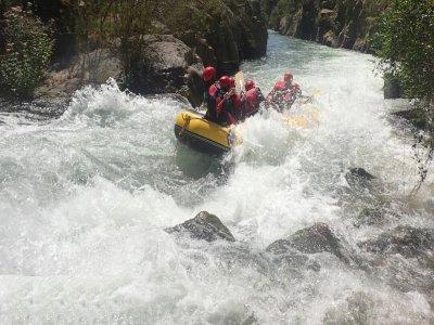 Rafting in Montanejos with hotel in Easter break