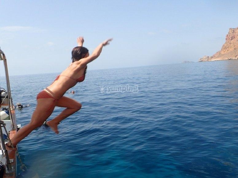 Saltando desde el barco