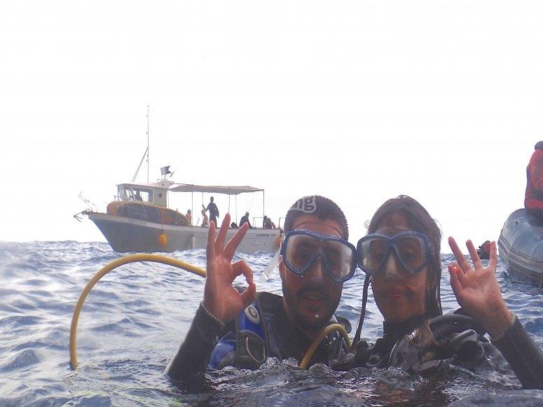 出发潜水在塞拉盖拉达(Serra Gelada)
