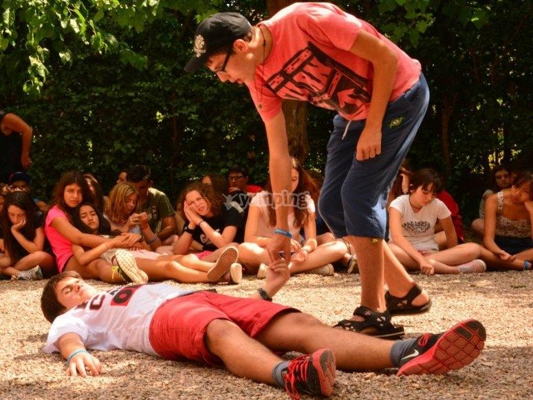 营地的戏剧表演