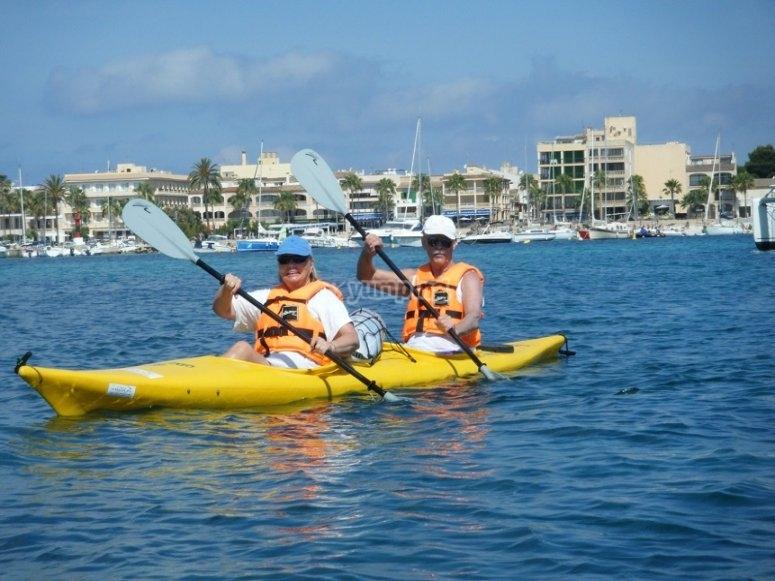 Con el kayak  las palas
