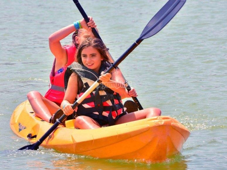 皮划艇戏水
