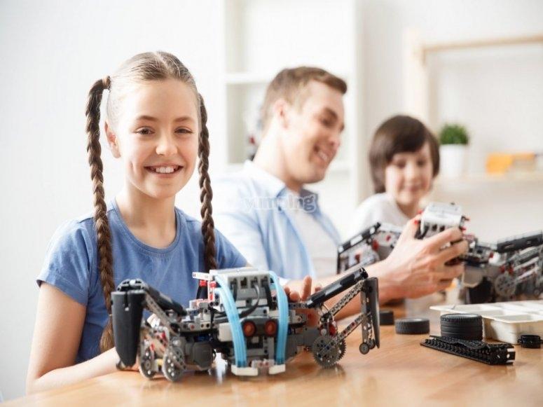 技术营地中的小学生
