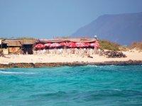 Bar sulla spiaggia tra le dune