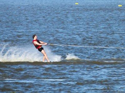 Esquí acuático en playa El Padrón 15 minutos