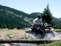Atravesando el arroyo en quad