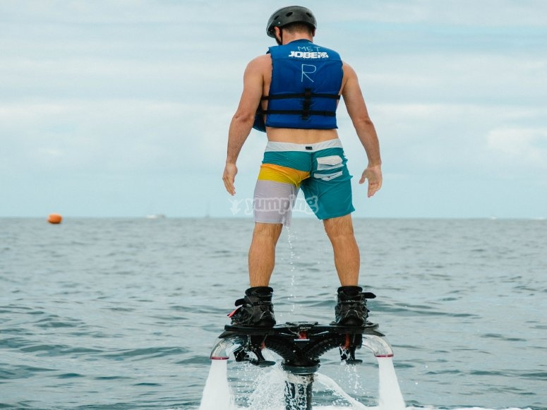 Sessione di flyboard nelle Isole Canarie